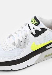 Nike Sportswear - AIR MAX 90 UNISEX - Sneakers laag - white/hot lime/black/neutral grey - 5