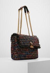 Kurt Geiger London - KENSINGTON BAG - Håndtasker - red comb - 3