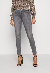 ONLY - ONLCORAL LIFE  - Jeans Skinny Fit - medium grey denim - 0