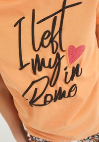 WE Fashion - Print T-shirt - coral pink - 2