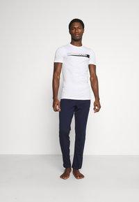 Jack & Jones - JACSIMON LONG PANTS - Pyjama set - maritime blue/white - 1