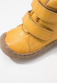 Froddo - Lær-at-gå-sko - yellow - 5