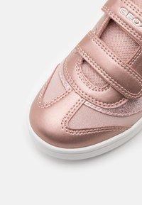 Geox - DJROCK GIRL - Sneakers basse - light rose - 5