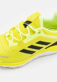 adidas Performance - TERREX AGRAVIC FLOW UNISEX - Scarpa da hiking - acid yellow/core black/hi-res yellow - 5