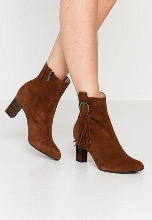 MONIC - Classic ankle boots - cognac