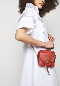 See by Chloé - JOAN Joan camera bag - Across body bag - faded red - 1