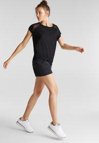 Esprit Sports - MIT NETZ-EINSATZ - Print T-shirt - black - 3
