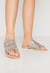 BEBO - RIA - Pantofle - silver - 0