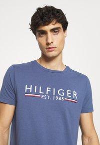 Tommy Hilfiger - TEE - Print T-shirt - blue - 3