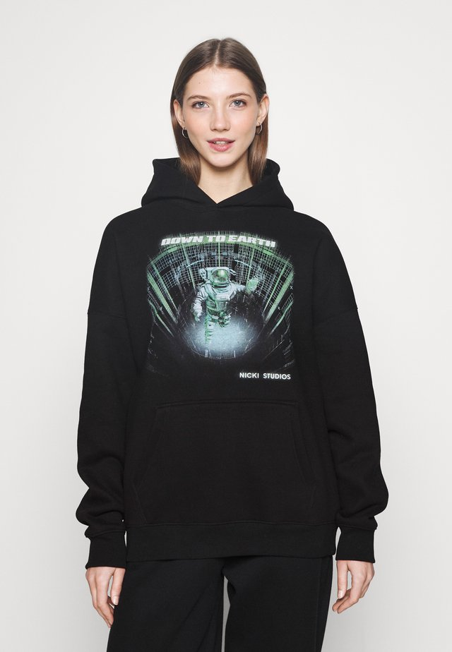 DOWN TO EARTH HOODIE - Mikina s kapucí - black