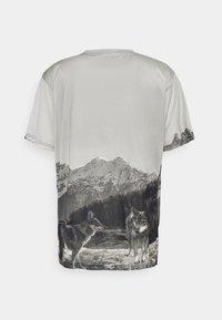 Urban Threads - MOUNTAIN UNISEX - Print T-shirt - light grey - 1