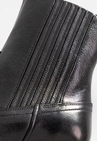 Polo Ralph Lauren - SMOOTH LOWREY - Cowboy/biker ankle boot - black - 2