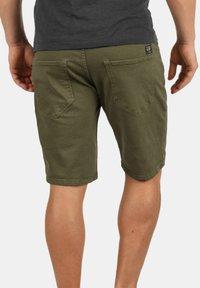 Redefined Rebel - MORTON - Denim shorts - dark olive - 1
