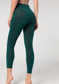 Calzedonia - KOMFORT-LEGGINGS MIT GLITZER - Leggings - Stockings - grün - 260c - glitter verde smeraldo - 1