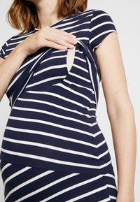 Anna Field MAMA - Nursing Shift dress - Vestido de tubo - peacoat/cloud - 6