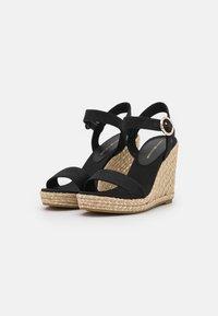 Tommy Hilfiger - SIGNATURE WEDGE - Platform sandals - black - 2