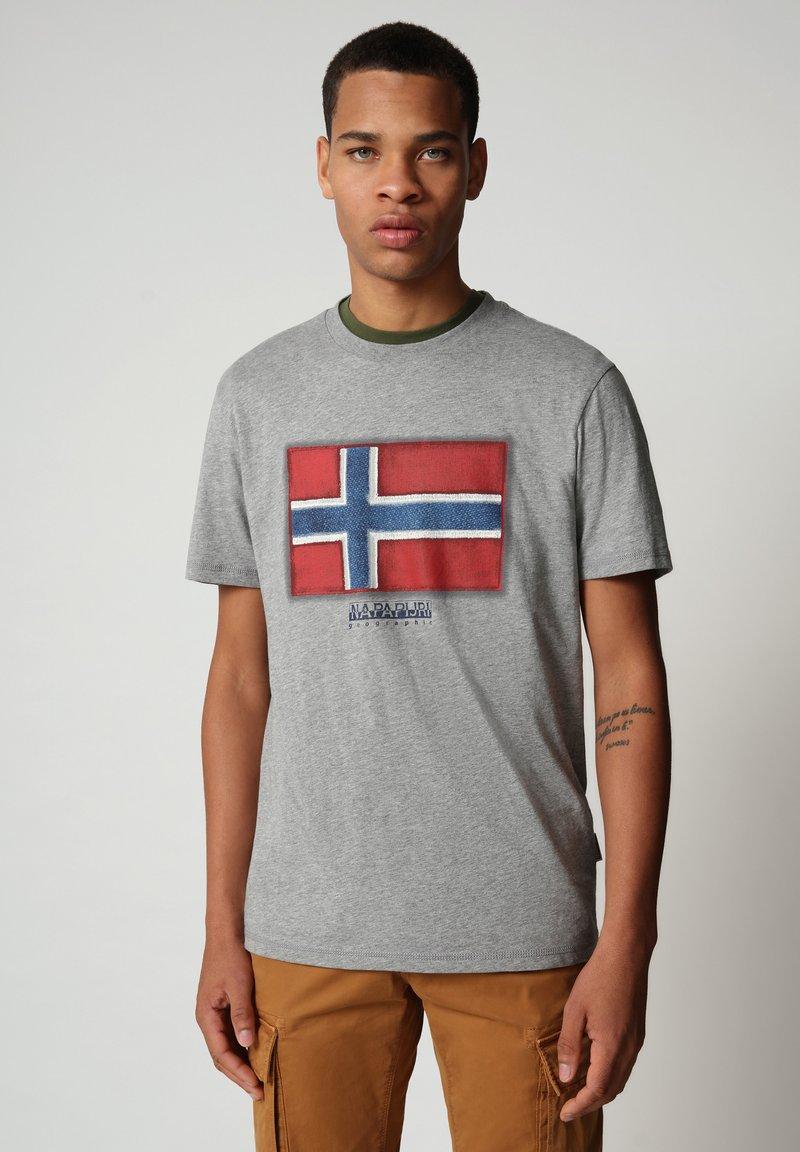 Napapijri - SIROL - Print T-shirt - medium grey melange