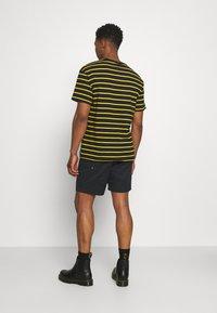 Nike SB - PULL ON UNISEX - Shorts - black - 2
