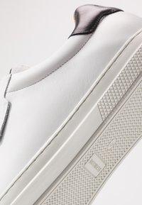 Schmoove - SPARK CLAY - Trainers - white/black - 5
