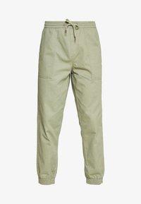 New Look - CUFFED UTILITY TROUSER - Reisitaskuhousut - light khaki - 3