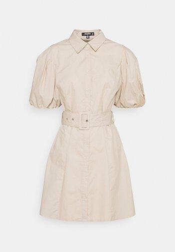 BELTED SHIRT DRESS - Skjortekjole - stone
