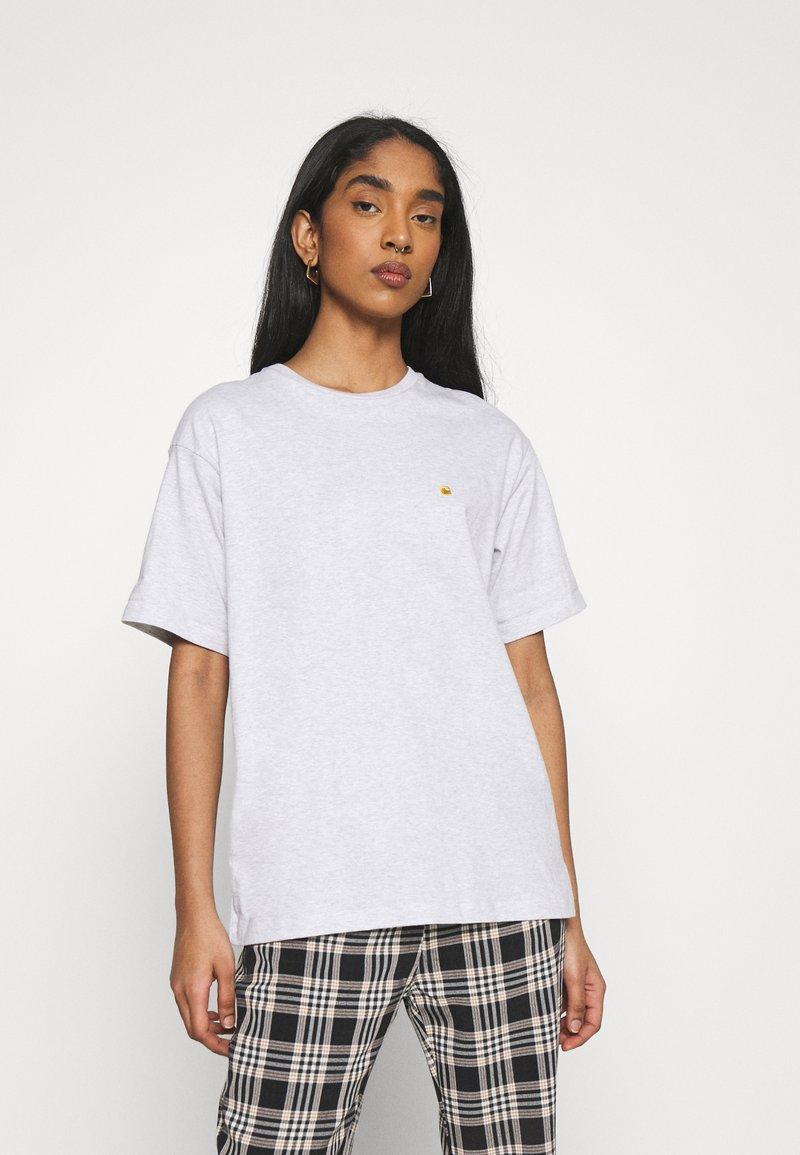 Carhartt WIP - CHASE - Basic T-shirt - ash heather / gold