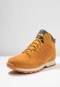 Helly Hansen - TSUGA - Trekking boots/ Trekking støvler - new wheat/espresso/natura - 2