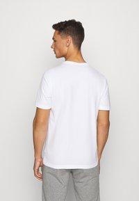 Puma - SUMMER GRAPHIC TEE - T-shirt con stampa - white - 2