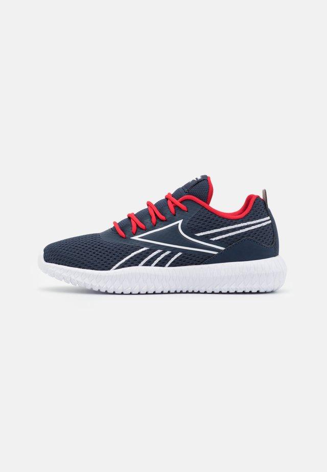 FLEXAGON ENERGY KIDS UNISEX - Scarpe da fitness - vector navy/vector red/footwear white