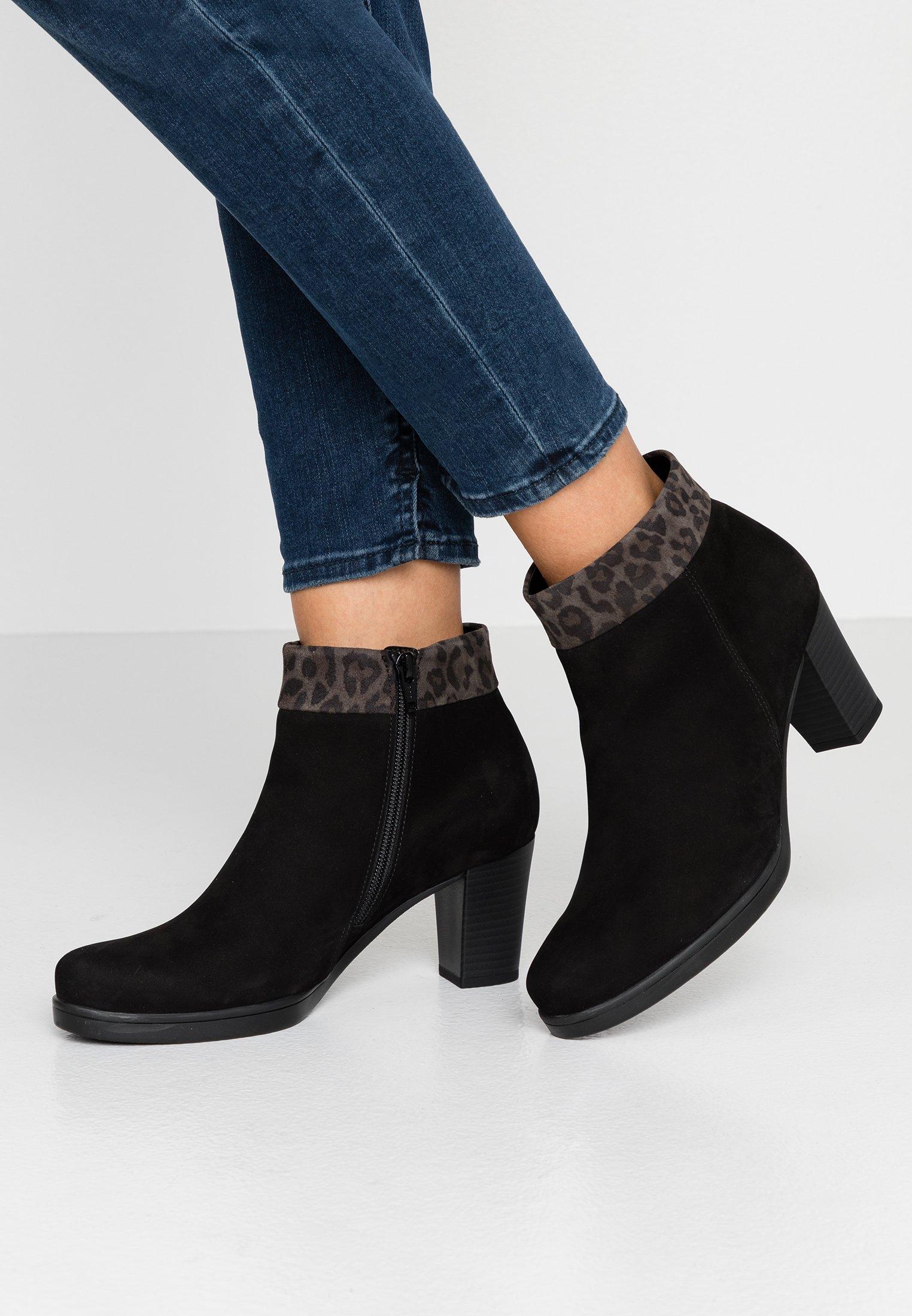 WIDE FIT Korte laarzen schwarz