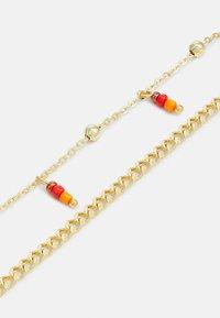 Pieces - PCTULLE COMBI NECKLACE - Necklace - gold-coloured/orange - 2