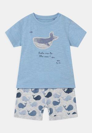 SET - Print T-shirt - light blue/mottled grey
