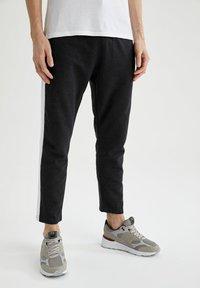 DeFacto - Pantaloni sportivi - anthracite - 0