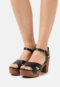 Rubi Shoes by Cotton On - MANDY BLOCK - Dřeváky - black smooth - 0