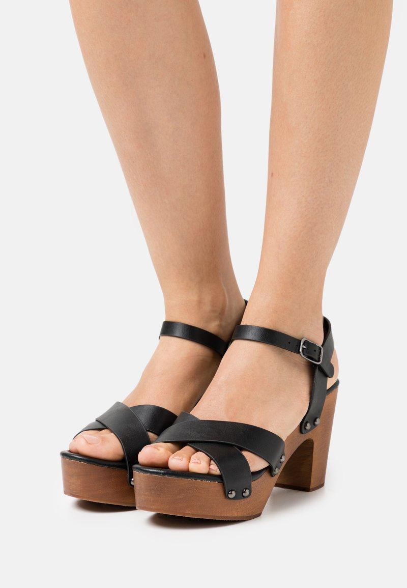 Rubi Shoes by Cotton On - MANDY BLOCK - Dřeváky - black smooth