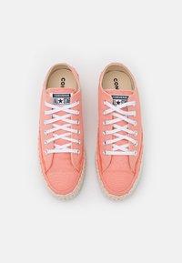 Converse - CHUCK TAYLOR ALL STAR PLATFORM - Sneakers basse - pink quartz/white/natural ivory - 5