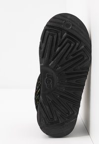 UGG - NEUMEL GRAPHIC STITCH - Veterboots - black - 4