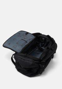 Under Armour - PROJECT ROCK DUFFLE - Sportovní taška - black - 4
