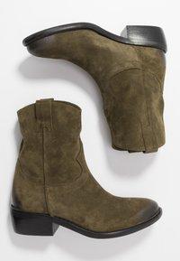 Lazamani - Cowboy/biker ankle boot - verde - 3