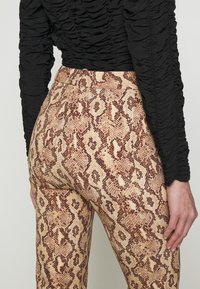 DRYKORN - BASKET - Trousers - braun - 3