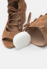 Liu Jo Jeans - THELMA  - Botas con cordones - tan - 5