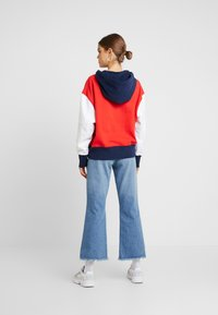 Tommy Jeans - CONTRAST SLEEVE LOGO HOODIE - Hoodie - flame scarlet/classic white - 2