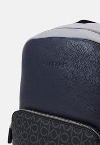Calvin Klein - ROUND UNISEX - Rucksack - blue - 3