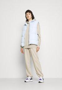 Nike Sportswear - HOODIE  - Sudadera - beige - 4