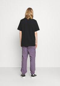 Jordan - JORDAN AIR TEE - Print T-shirt - black/white/gym red - 2