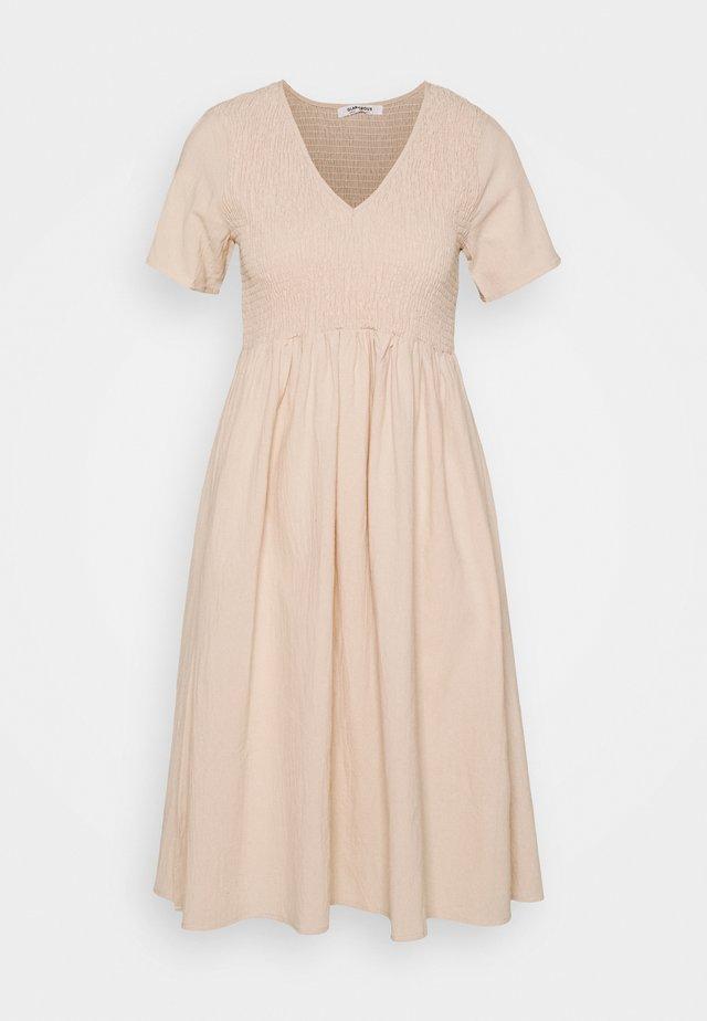 SMOCKED MIDI DRESSES WITH SHORT SLEEVES LOW V NECK - Korte jurk - stone