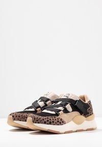 mtng - MAXI - Sneakers - piedra/miami - 4