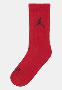 Jordan - JORDAN LEGEND CREW 6 PACK UNISEX - Urheilusukat - gym red/black - 1