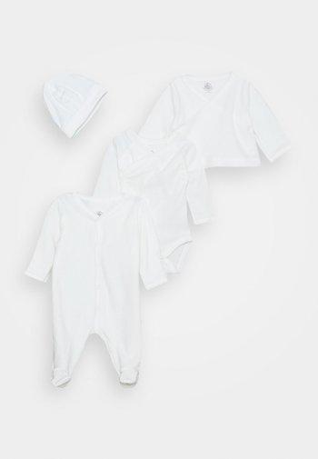 BABY TROUSSEAU SET UNISEX - Beanie - white