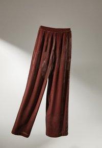 Massimo Dutti - GERADE GESCHNITTENE  - Pantalon classique - bordeaux - 2